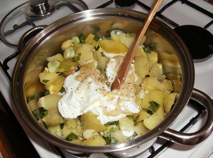 Salata de cartofi cu oua 008